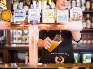 bartender pouting beer